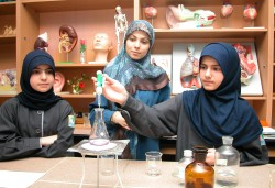 دروس تطبيقية في مختبرات مدارس المهدي