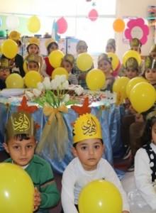 أطفال الروضات يحتفلون بمولد الإمام المهدي (ع)