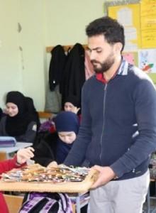 توزيع هدايا رمزية على التلامذة بمناسبة اليوم العالمي للغة العربية