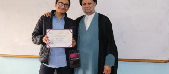 ثانوية المهدي (ع) شاهد تكرم التلامذة الذين حفظوا القرآن الكريم بمنحة دراسية